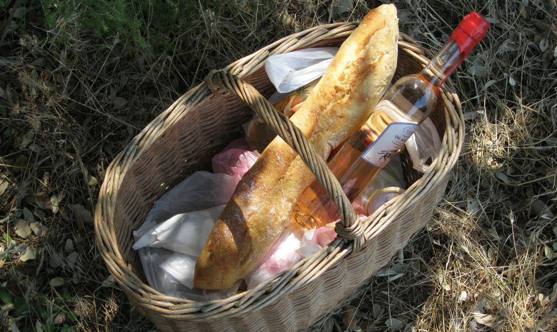 Med picknickkorg till grannen